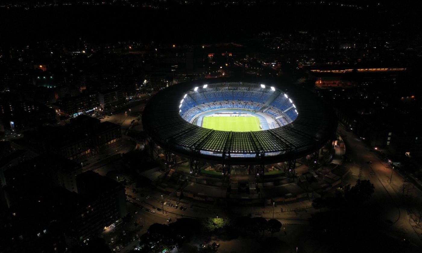 Il San Paolo di Napoli si illumina per ringraziare Maradona